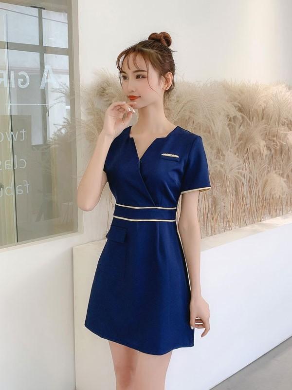 蓝色美容院连衣裙
