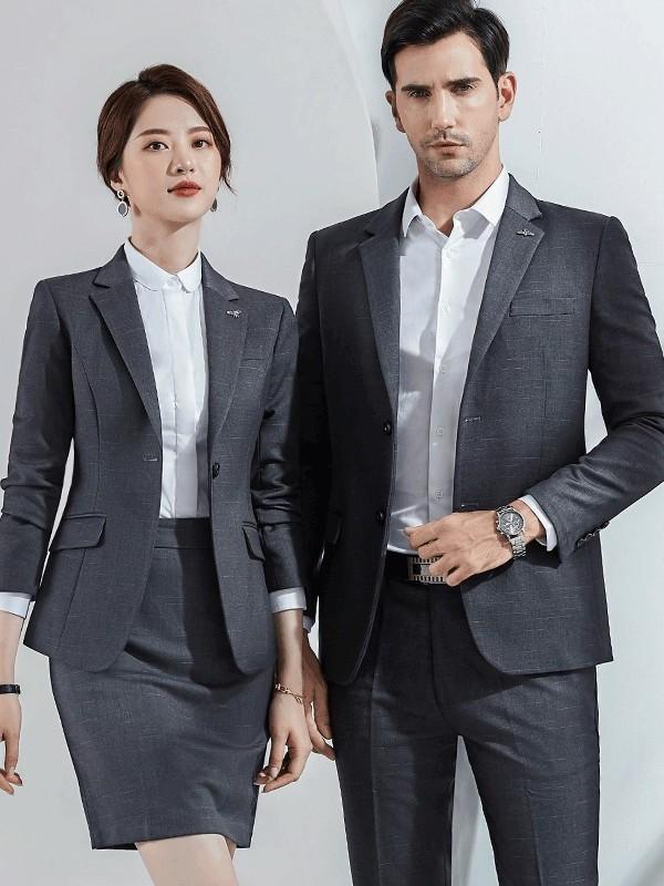 灰色男女西服职业装