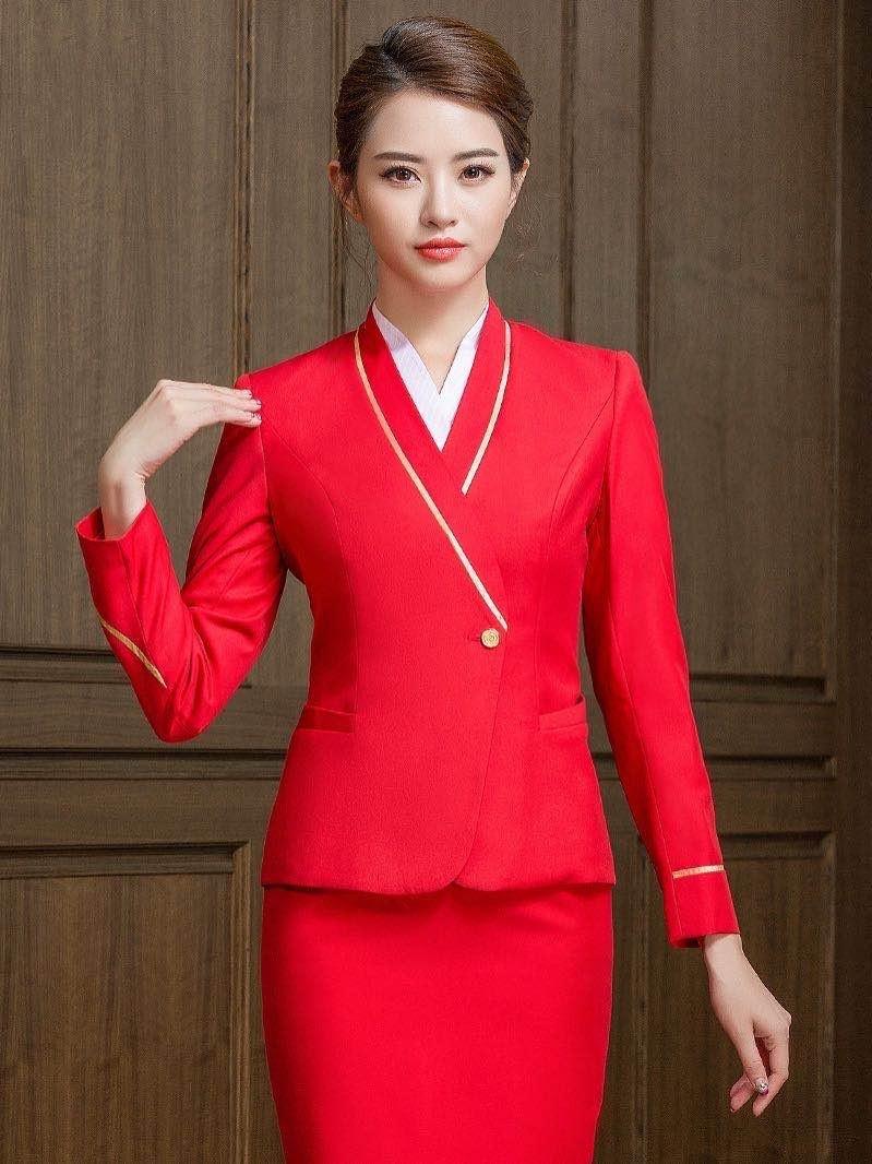红色空姐制服